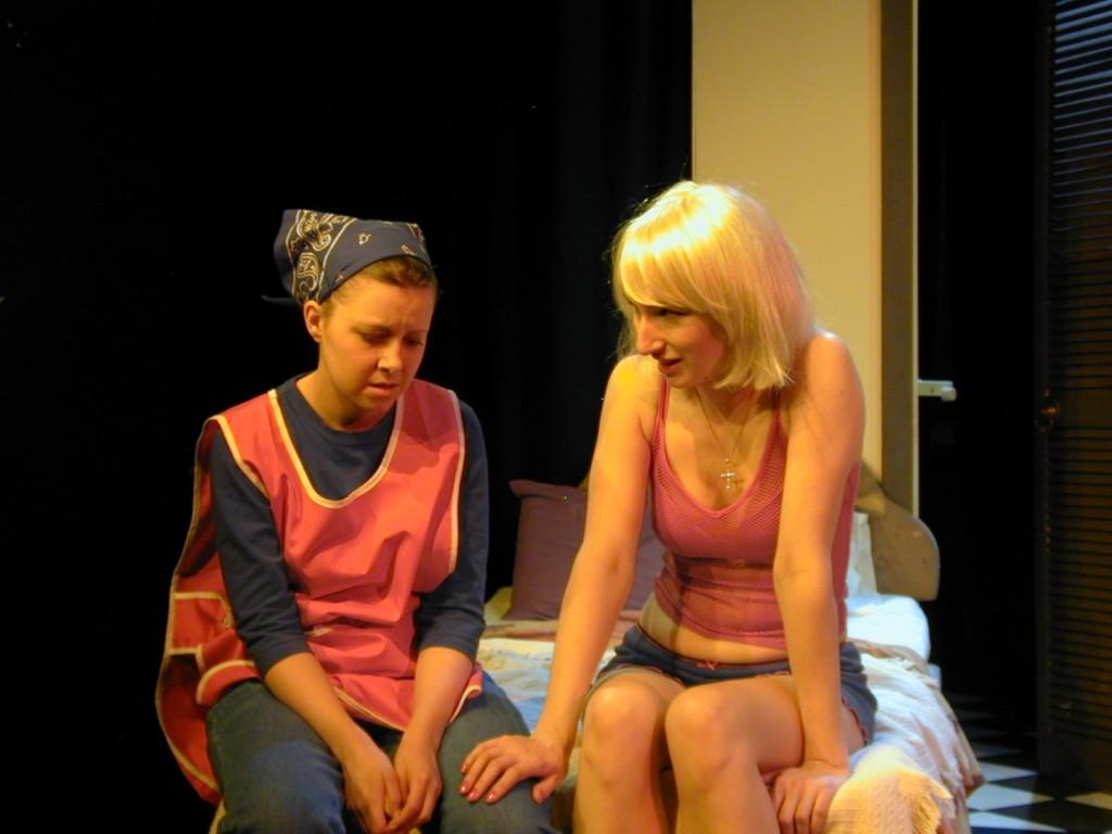 Tara McKeever (Sophie) and Anna Olson [Nugent] (Loretta).